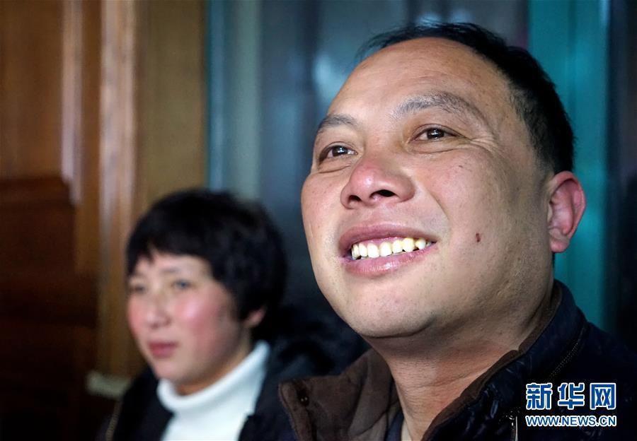 (新春走基层)(6)农民工的春节专车――长途大巴返乡记