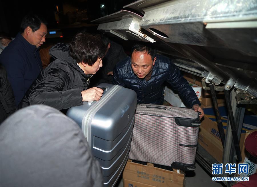 (新春走基层)(4)农民工的春节专车――长途大巴返乡记