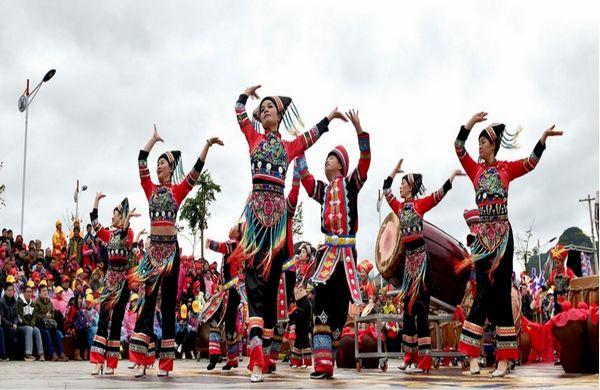 马山:震撼千鼓祈福争雄 生态田园再现文化旅游节