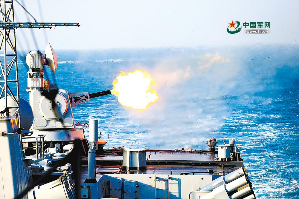 济南舰副炮对空射击。