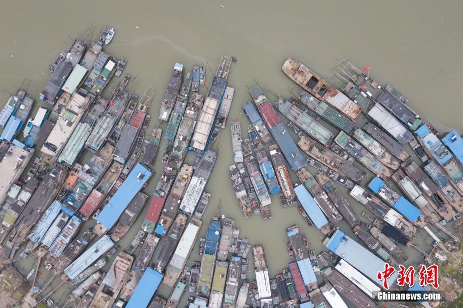 苏北洪泽湖休渔期 渔船停靠景观壮观