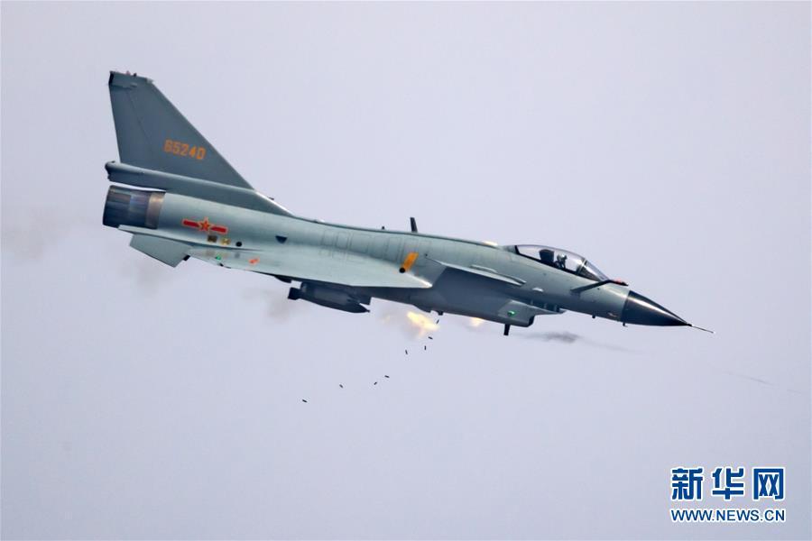 """空军年度突防突击竞赛 200余名飞行员角逐""""金飞镖"""""""