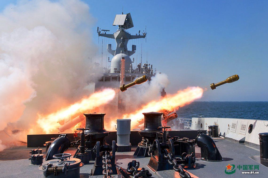 """舰艇编队海上实弹射击 火炮轰鸣""""敌情""""不断的高潮"""