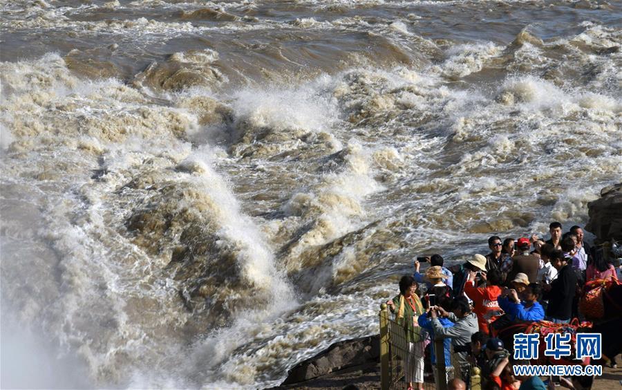 黄河壶口瀑布水量大增   壶口瀑布出现少见的瀑布群景观