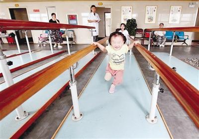 河南:3岁截肢女童笑笑长大后想跳芭蕾