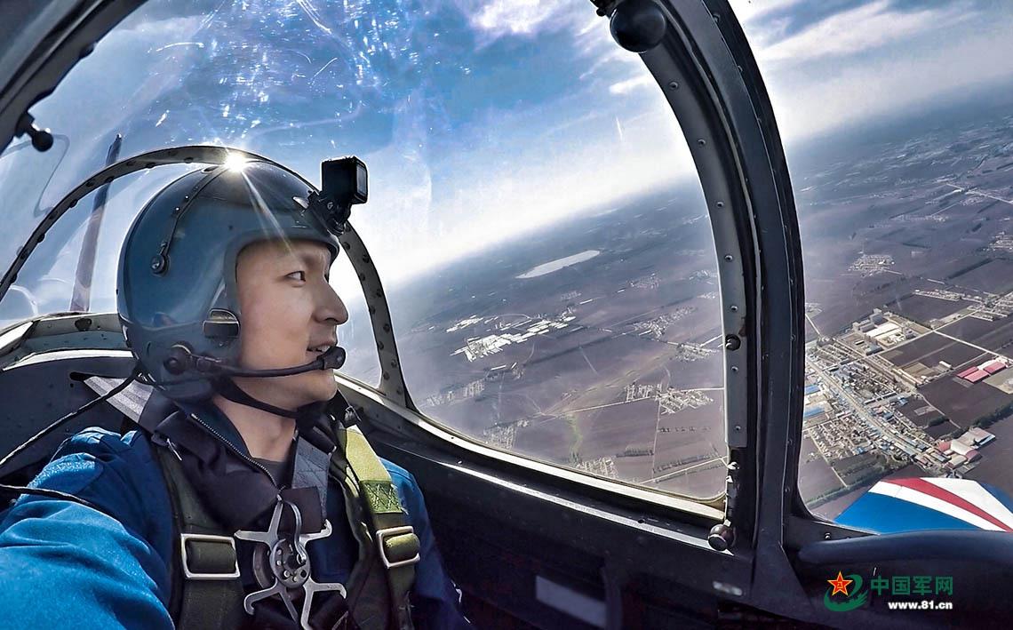 飞行大队教导员培训班体验飞行 57名学员轮流飞行