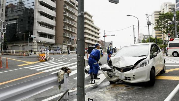 东京一汽车闯红灯撞飞7人 伤者均幸存