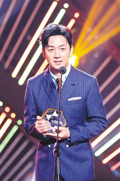获封年度实力男演员  潘粤明自夸瘦了十几斤