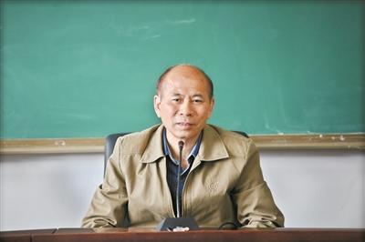 """中国科学院院士刘耀光扎根研究:解码杂交稻 育出""""紫晶米"""""""