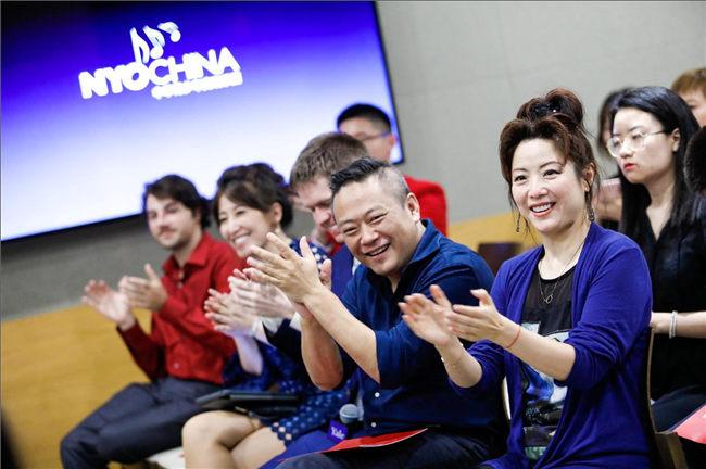 艺术家导师李青(右一)、马勇(右二)为NYO-China室内乐成员的精彩表演喝彩