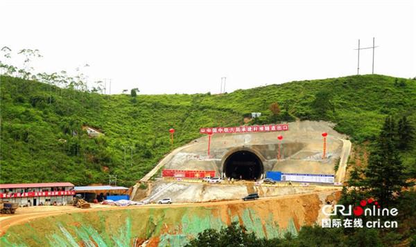 赣深高铁广东段首座隧道贯通