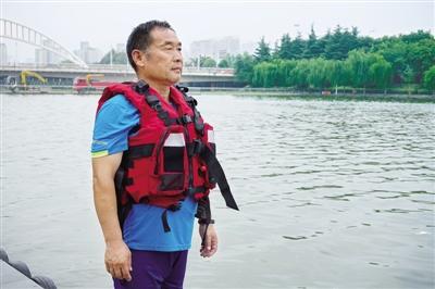 """郑州""""水上110"""":救援就是与时间赛跑 最不愿提""""打捞""""两个字"""