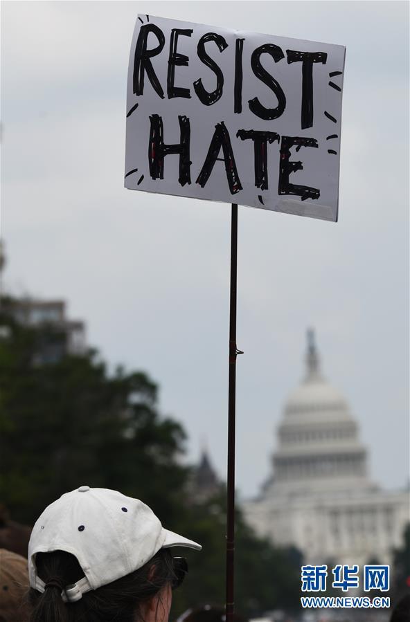 """(国际)(3)""""白人至上""""骚乱周年 极右集会在华盛顿遭抗议冷清收场"""