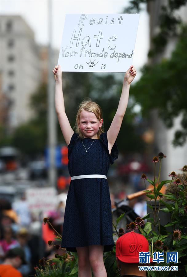 """(国际)(1)""""白人至上""""骚乱周年 极右集会在华盛顿遭抗议冷清收场"""