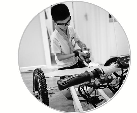 """浙江衢州:11岁男孩一个月打造一辆三轮""""卡丁车"""""""
