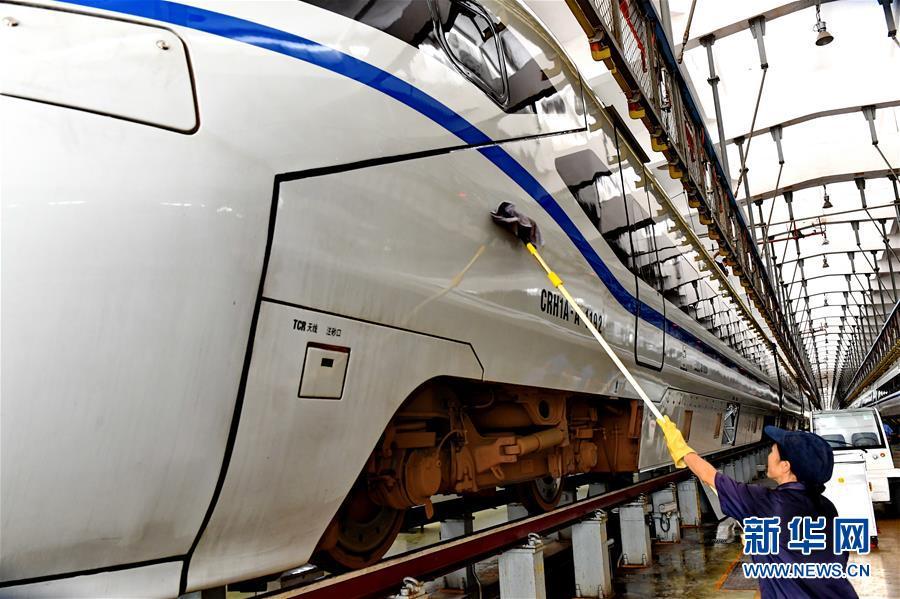 铁路工人:战高温 保安全