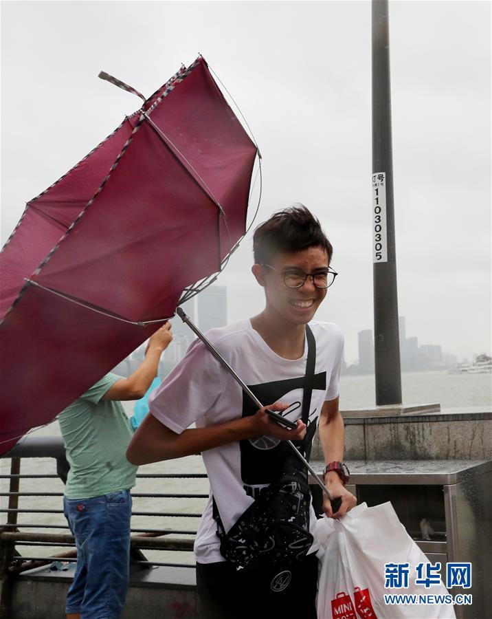 """(环境)(1)台风""""温比亚""""在上海登陆"""