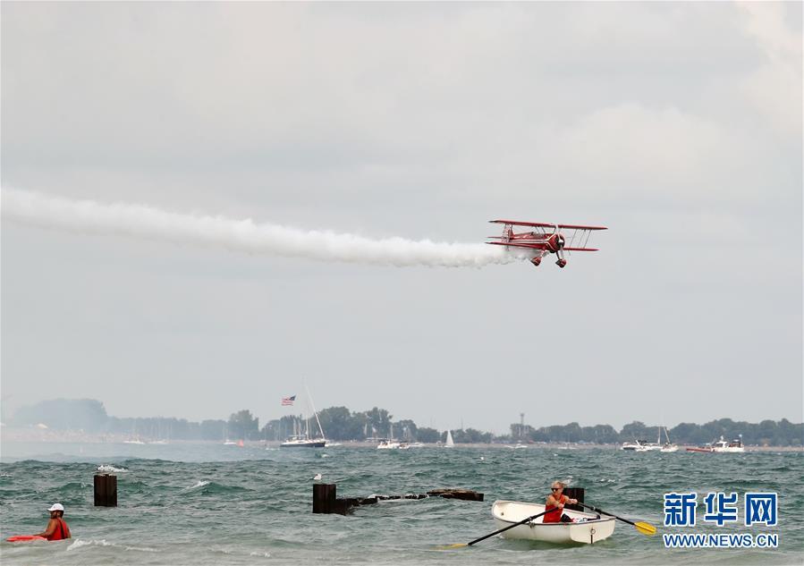 (国际)(1)芝加哥举行海空飞行表演秀