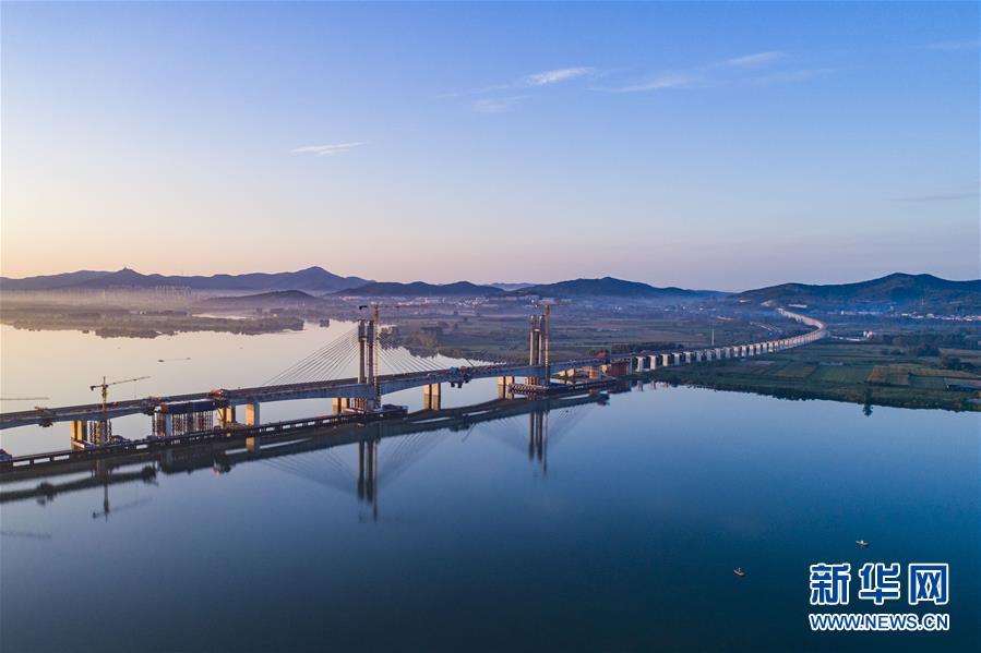 #(经济)(5)蒙华铁路汉江特大桥完成挂索
