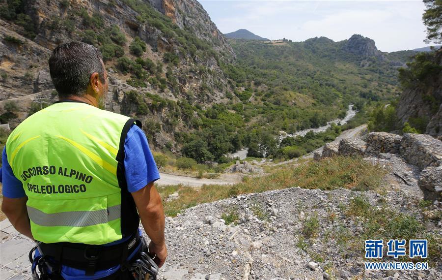 (国际)(1)意大利南部突发山洪致至少10人死亡