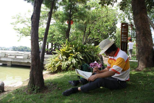 中国文联美术艺术中心主任丁杰在惠州写生