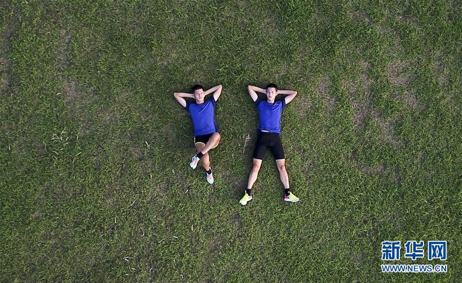 (体育・专题)(1)双胞胎盲人兄弟的奥运梦