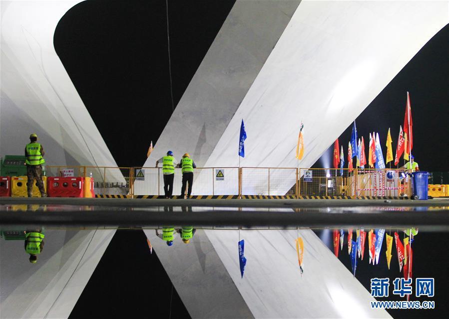 #(经济)(4)潍日高速公路转体桥成功转体