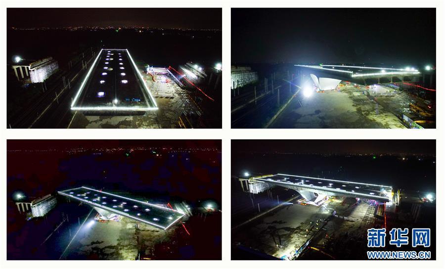 #(经济)(1)潍日高速公路转体桥成功转体