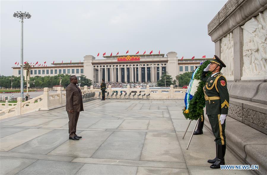 CHINA-BEIJING-SIERRA LEONEAN PRESIDENT-MONUMENT-TRIBUTE (CN)