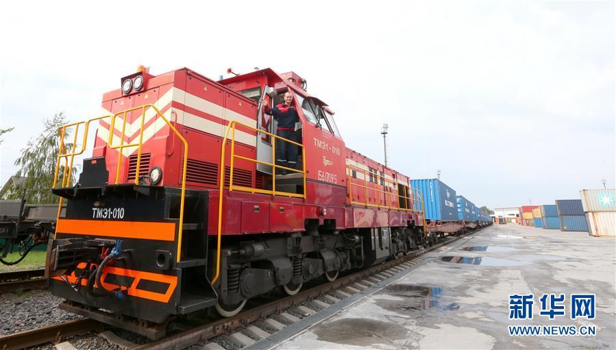 (国际)(1)白俄罗斯奶制品首次经集装箱班列发往中国