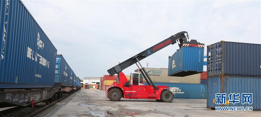 (国际)(3)白俄罗斯奶制品首次经集装箱班列发往中国