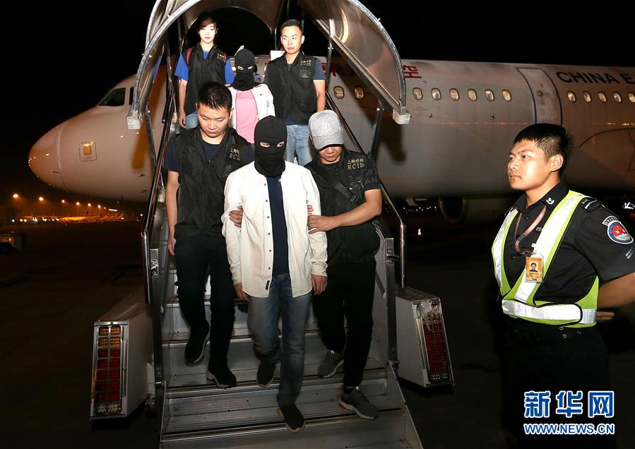 (法制)(1)上海警方將涉嫌非法吸收公眾存款罪主要犯罪嫌疑人押解回國