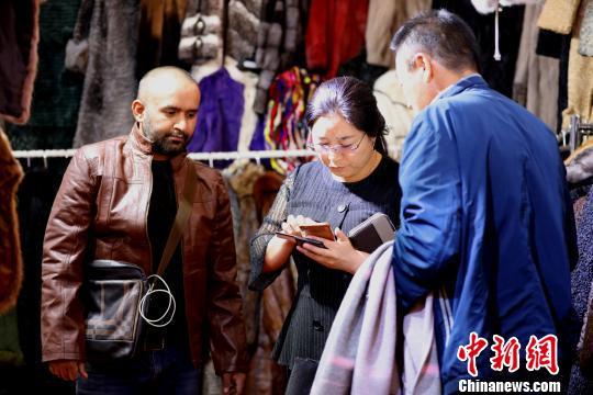 带个手机就能走遍中国外国人眼中的移动支付时代