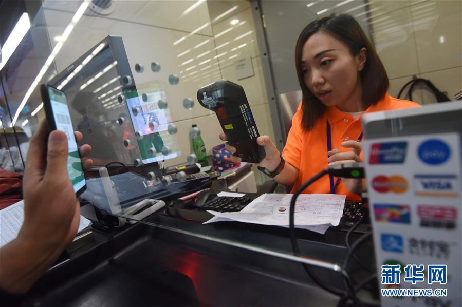 (社会)(2)广深港高铁车票内地、香港同步发售