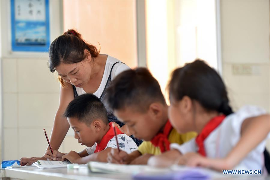 Pic story: couple carry on teaching career on isolated island in SE China