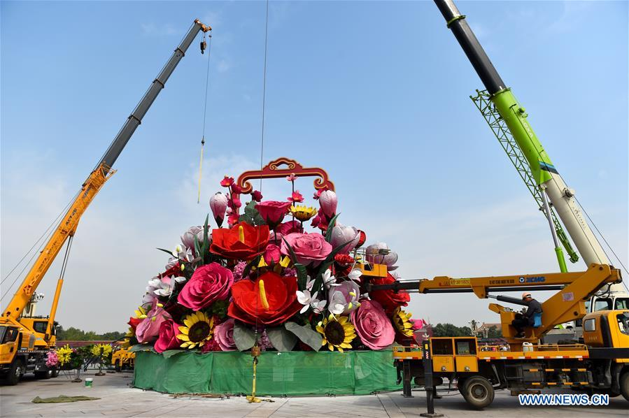 CHINA-BEIJING-TIAN'ANMEN SQUARE-FLOWER BASKET (CN)