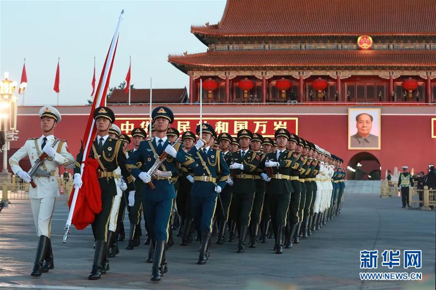 (社会)(1)国庆升旗仪式在天安门广场举行