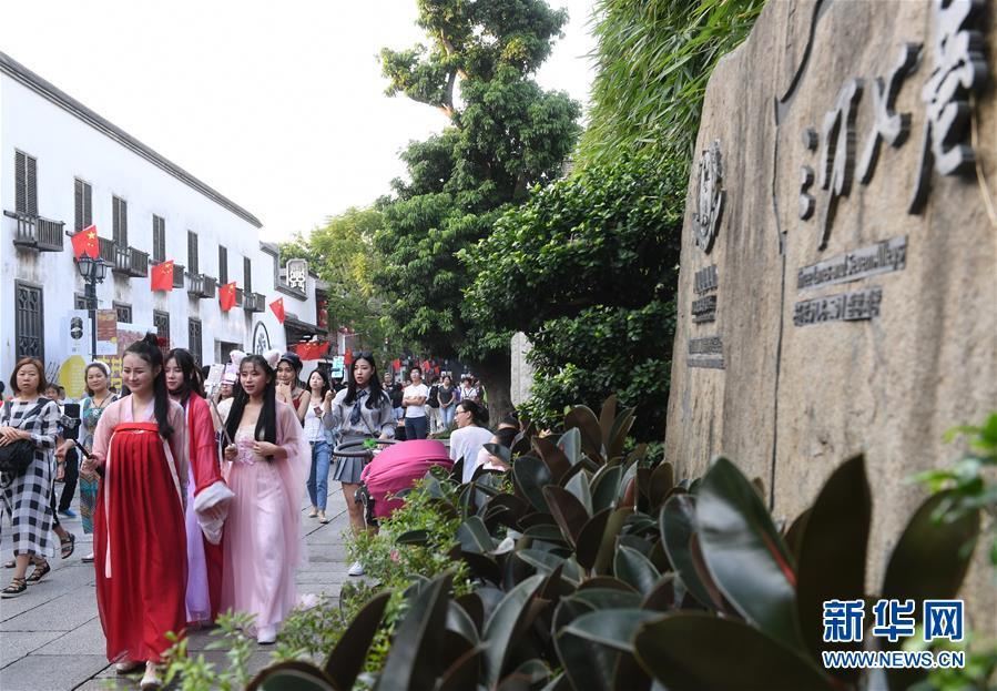 (社会)福建:国庆假期接待游客突破三千万人次
