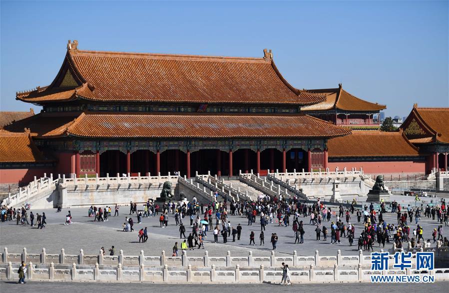 (社会)(8)国庆假期全国共接待国内游客7.26亿人次