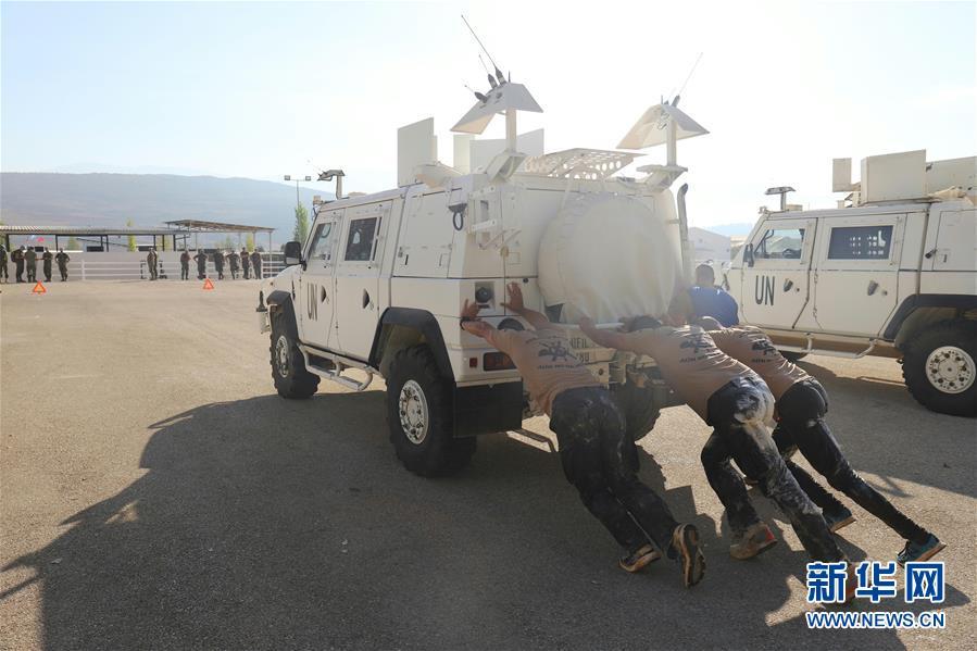 (国际)(2)中国官兵在联黎部队军事障碍挑战赛中获佳绩
