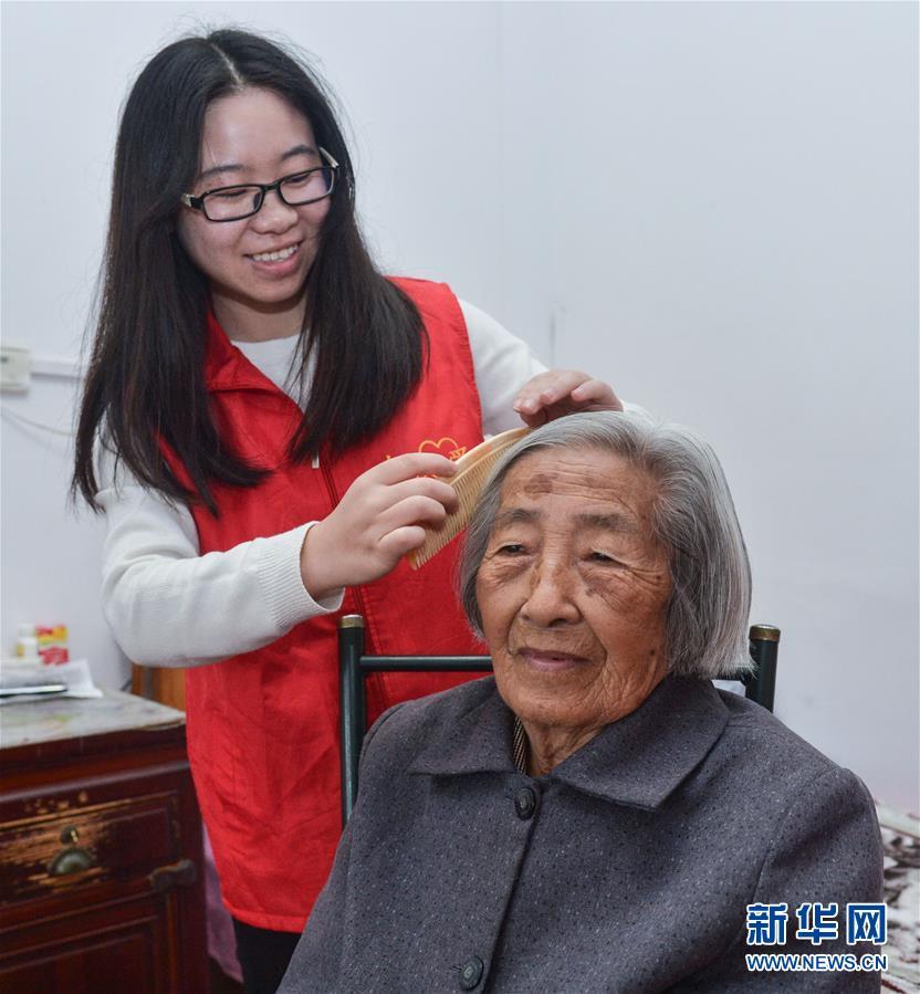 """(社会)(2)自愿者爱心结对""""迎重阳"""""""