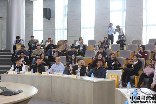 敢教日月换新天——两岸记者探访北京40年的变革与成就