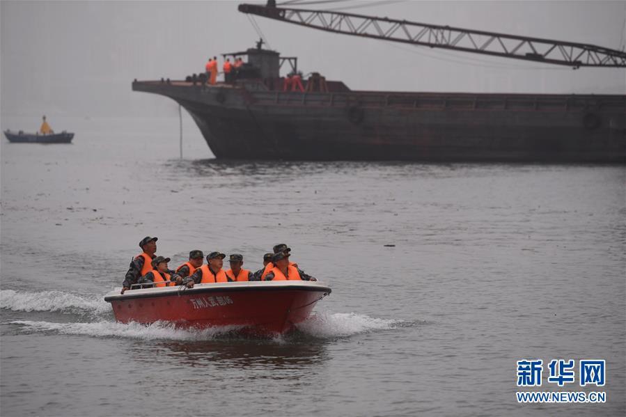 (重庆公交车坠江事故·后续)(4)重庆万州公交客车坠江事故救援工作继续紧张有序进行