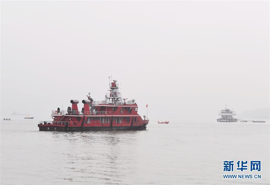 (重庆公交车坠江事故·后续)(5)重庆万州公交客车坠江事故救援工作继续紧张有序进行