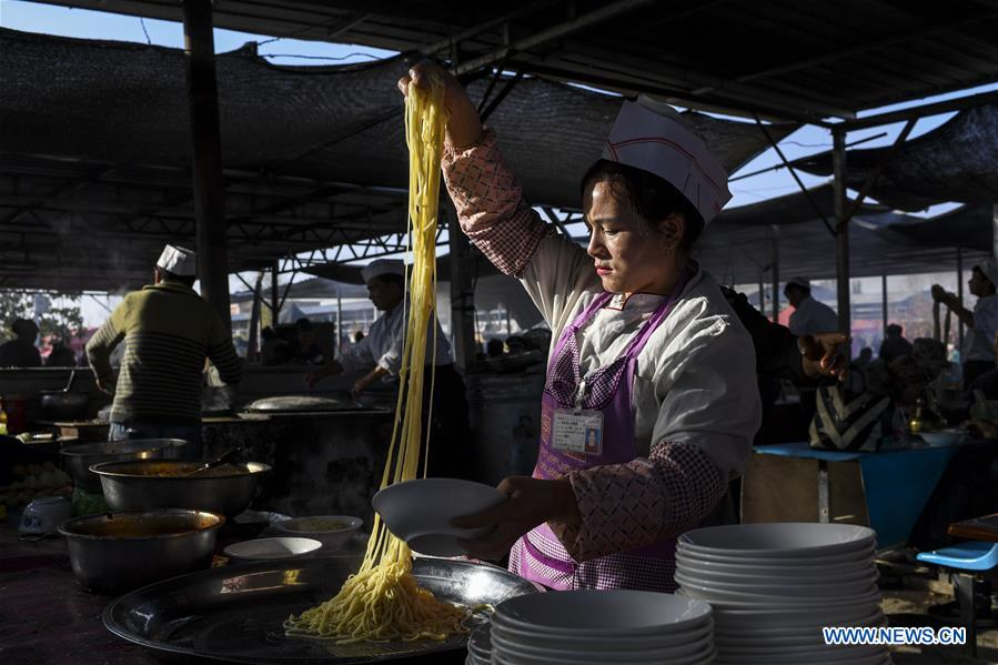 Sunday bazaar in China's Xinjiang