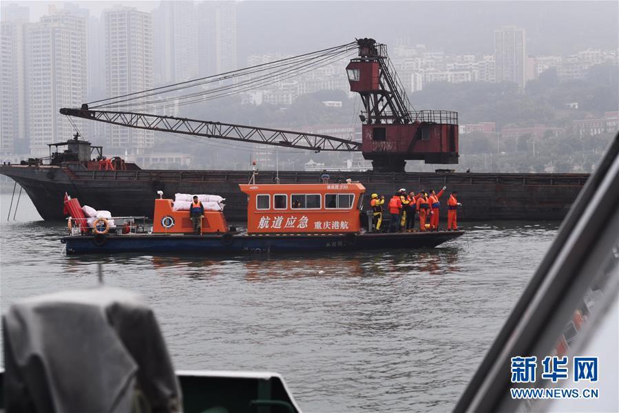 (重庆公交车坠江事故·后续)(3)重庆万州公交客车坠江事故救援工作继续紧张有序进行
