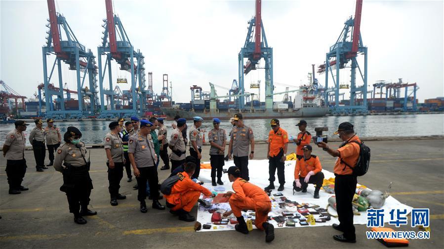 (国际)(3)印尼:失事客机未发生空中爆炸 已打捞起部分遇难者遗体