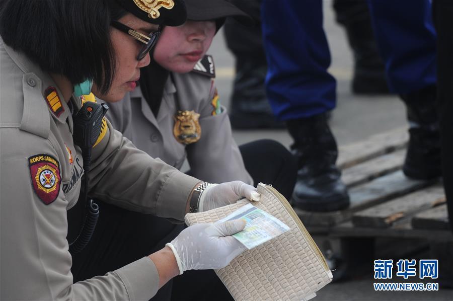 (国际)(2)印尼:失事客机未发生空中爆炸 已打捞起部分遇难者遗体