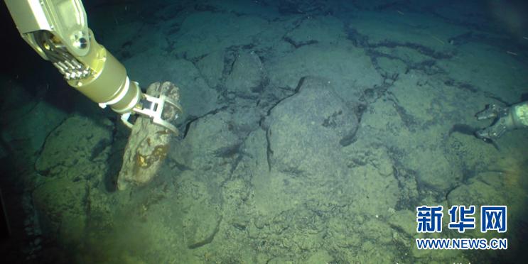 """(科技)(2)""""海星6000""""有缆遥控水下机器人下潜深度首破6000米"""