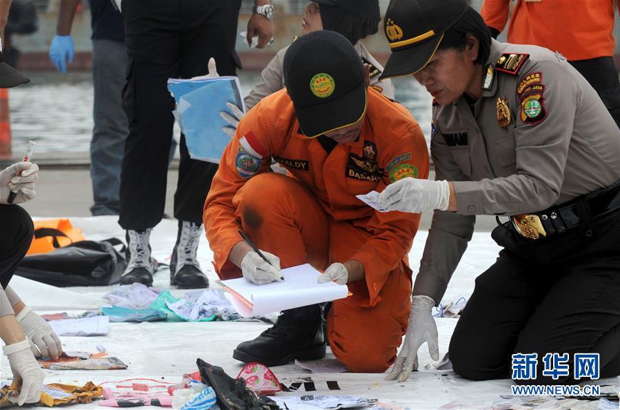 (国际)(1)印尼:失事客机未发生空中爆炸 已打捞起部分遇难者遗体